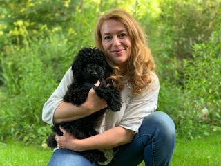 Ursula und Therapiehund Lotti